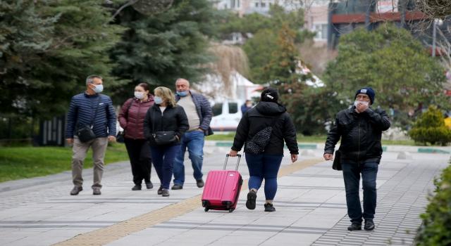 Trakya'da kısıtlamanın olmadığı ilk cumartesi cadde ve meydanlarda hareketlilik yaşanıyor