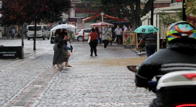 Edirne'de sağanak geçişleri zaman zaman etkili oluyor
