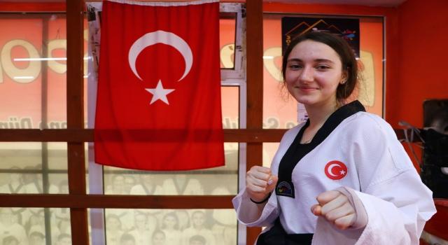 Kuzenlerine özenerek başladığı tekvandoda dünya şampiyonluğuna ulaşan Azra Çavuş, gözünü olimpiyata dikti: