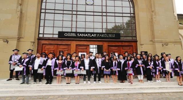 Trakya Üniversitesi Güzel Sanatlar Fakültesi'nde mezuniyet heyecanı