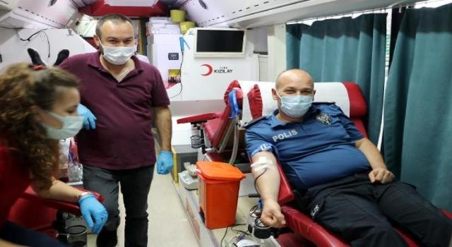Tekirdağ polisi kan bağışında bulundu