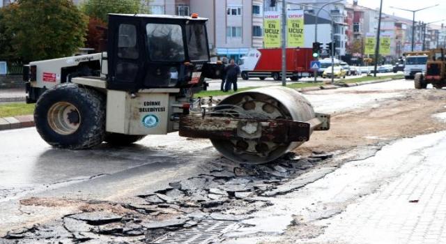 Edirne'de sağanak, ev ve iş yerlerinde su baskınlarına neden oldu (2)