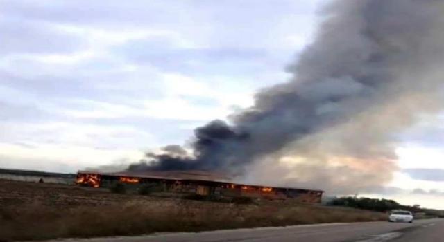 Kırklareli'de hayvan çiftliğinin saman ve ot deposunda yangın çıktı