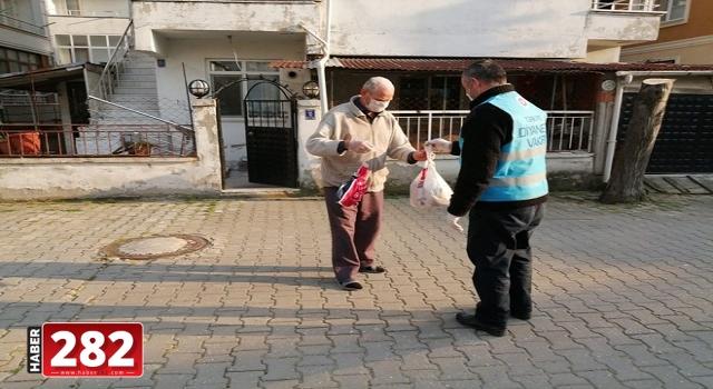 """Tekirdağ'da """"Vefa Sosyal Destek Grubu"""" yaşlıların hizmetine koşmaya devam ediyor"""