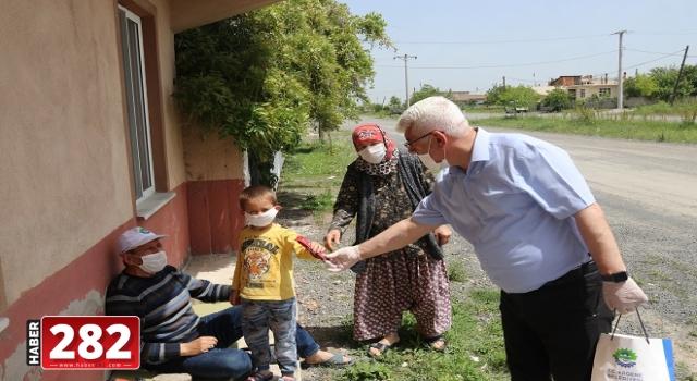 Başkan Yüksel Kırkgöz ve Esenler Mahallelerinde Kapı Kapı Gezerek Maske Dağıttı