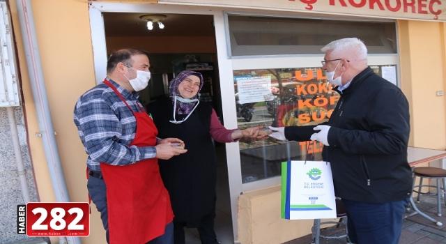 Başkan Yüksel Ulaş ve Misinli Mahallelerinde Kapı Kapı Gezerek Maske Dağıttı