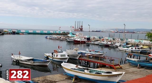 """Kısıtlamanın kaldırılmasının ardından tekne balıkçılarının yüzü """"istavrit"""" ile güldü"""