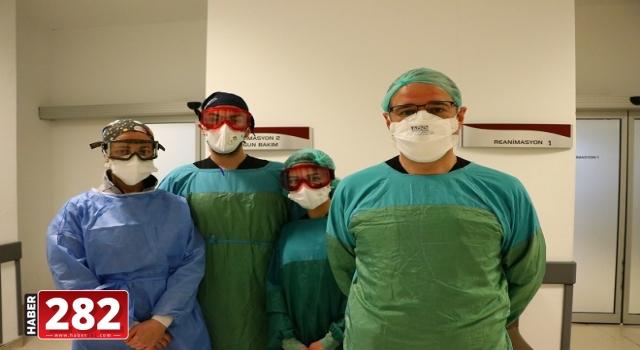 Kovid-19 hastası alkışlarla yoğun bakımdan normal odaya alındı