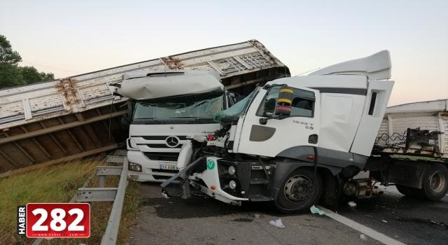 Çerkezköy'de iki tırın çarpıştığı kazada 1 kişi yaralandı