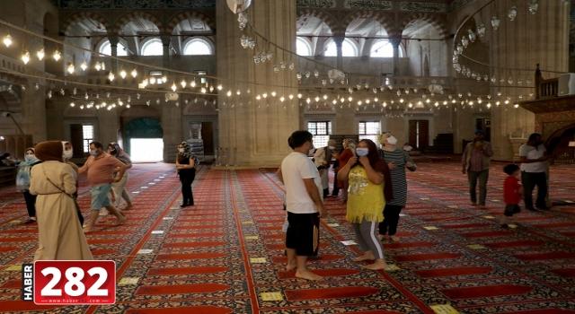 Selimiye Camisi'ne bayramda ziyaretçi ilgisi