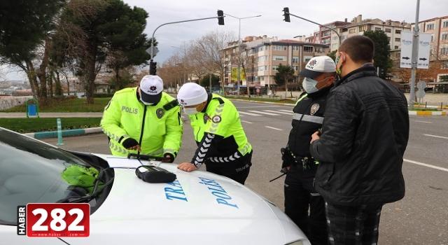 """Kısıtlamayı ihlal edip yakalanınca """"Çocuk ağlıyordu gezdirmeye çıkardık"""" savunması yapan 4 kişiye ceza"""