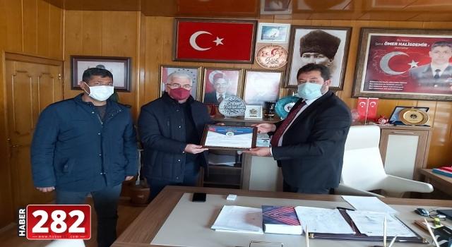 Başkan Yüksel Kahraman Şehit Ömer Halisdemir'in Kabrini Ziyaret Etti