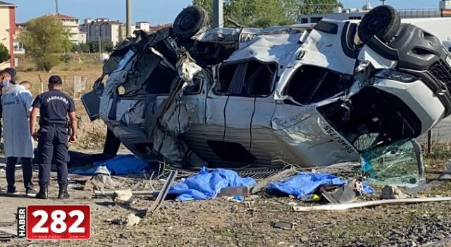 Tekirdağ'da yük treni işçileri taşıyan minibüse çarptı: 6 ölü, 7 yaralı