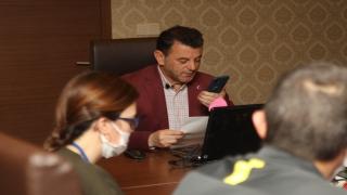 Kapaklı Belediye Başkanı Çetin, yaşlıların ihtiyaçlarını evlerine kadar götürüyor