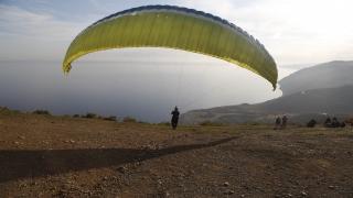 Uçmakdere her mevsim paraşüt tutkunlarını ağırlıyor