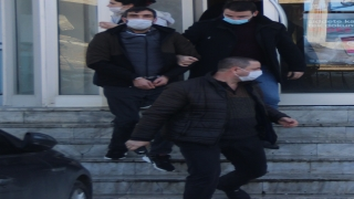 İzmir'de kırmızı ışıkta bekleyen kişiyi öldürdüğü iddiasıyla aranan zanlı Tekirdağ'da yakalandı