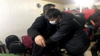 Kısıtlama saatinde 20 metrekarelik konteynerde toplanan 14 kişiye 88 bin 200 lira ceza verildi