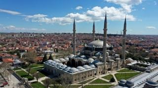 Selimiye Camisi'nde ramazan öncesi dezenfeksiyon, bahçesinde temizlik ve düzenleme çalışması yapıldı