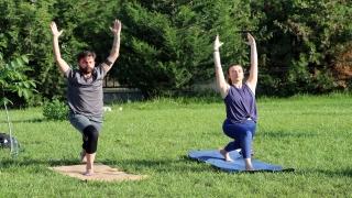 Dünya Yoga Günü'nü üniversite kampüsünde yoga yaparak kutladılar