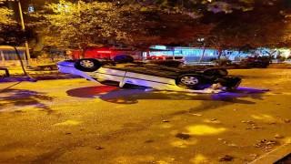 Kasise hızlı giren araç ters döndü: 1 yaralı