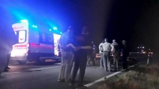 Kazada yaralananlara yardıma giden 2 kişi, araç çarpmasıyla öldü
