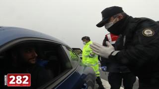 Polis ve jandarma ekipleri sürücülerin ateşini ölçtü