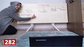 Melike öğretmen masayı okul tahtası yapıp internet üzerinden ders anlattı