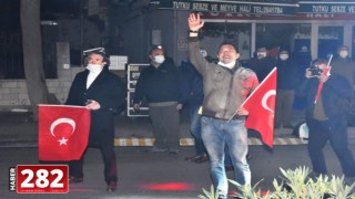 Yüz binler İstiklal Marşı'nı bir ağızdan söyledi