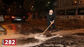 Başkan Yüksel Kendi Elleriyle Sokakları Fırçaladı
