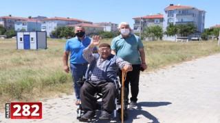 Belediye Başkanı Yüksel ihtiyaç sahibi vatandaşa akülü tekerlekli sandalye armağan etti