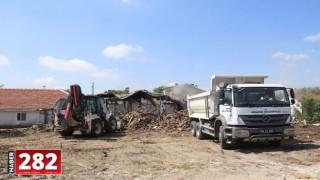 Ergene'de Korku Salan Metruk Binalar Yıkılıyor