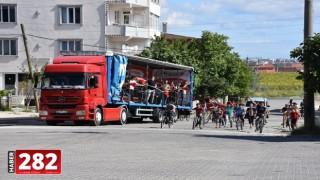TÜGVA tırı sokakları gezip marşlar çaldı